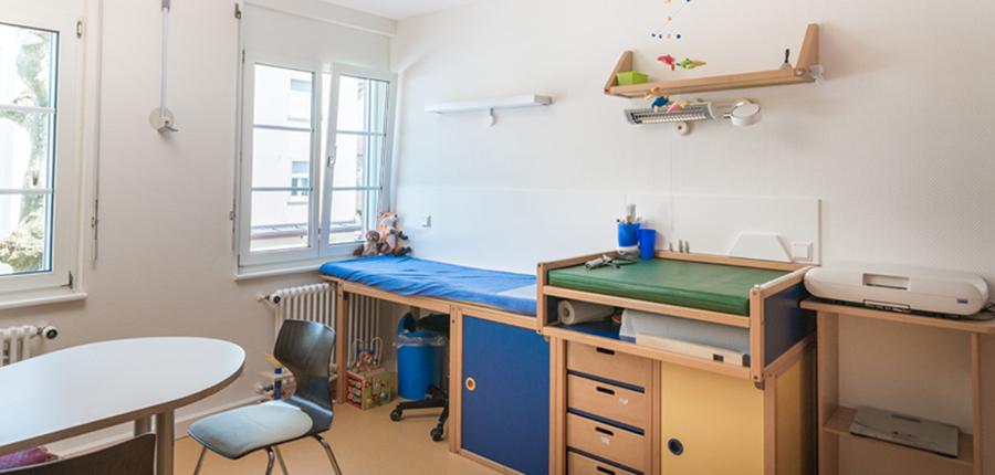 Kinderarztpraxis Waldshut-Tiengen Dr. med. Klaus Peter Ruehs Behandlungszimmer